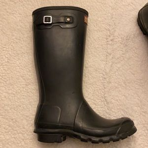 Hunter boots in black with buckles